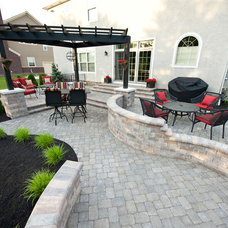 Traditional Patio by Builderscape