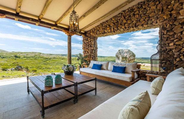 Farmhouse Deck by mossyrock Internal design