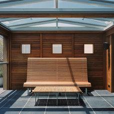 Modern Patio by RYAN ASSOCIATES GENERAL CONTRACTORS
