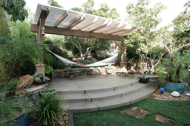 Tropical Patio by STB Landscape Architects, Inc.
