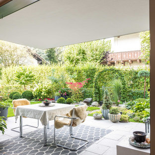 Überdachter Moderner Patio mit Kübelpflanzen in München