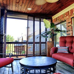 Idee per un patio o portico tropicale di medie dimensioni e dietro casa con cemento stampato