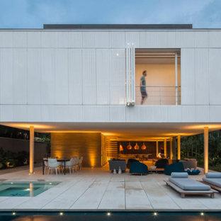 Imagen de patio minimalista, grande, en anexo de casas
