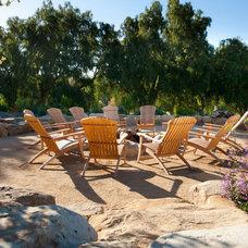 Mediterranean Patio by Lane Goodkind Landscape Architect
