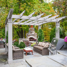 Traditional Patio by NLH Landscape Architects