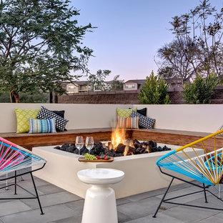 Modelo de patio contemporáneo, sin cubierta, con brasero