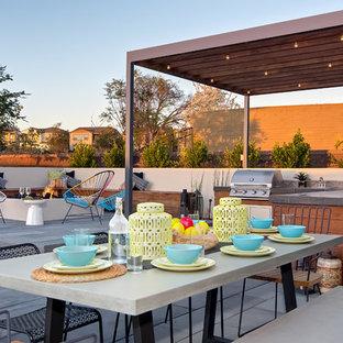 Idées déco pour une terrasse avec une cuisine extérieure contemporaine avec un gazebo ou pavillon.