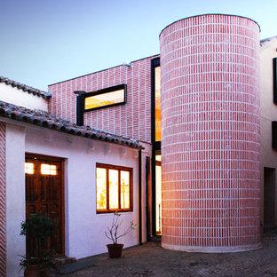 Ispirazione per un patio o portico chic nel cortile laterale con pavimentazioni in pietra naturale