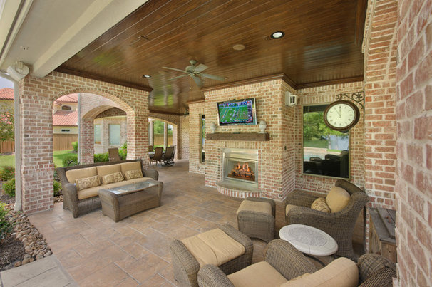 Traditional Patio by Heavenly Homes