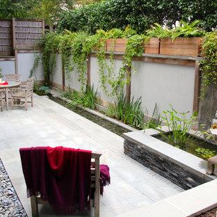 Ispirazione per un piccolo patio o portico etnico in cortile con fontane, pavimentazioni in pietra naturale e nessuna copertura
