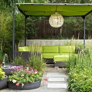 Foto de patio vintage con fuente
