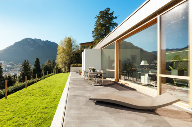 Contemporaneo Patio by HomeFront Systems