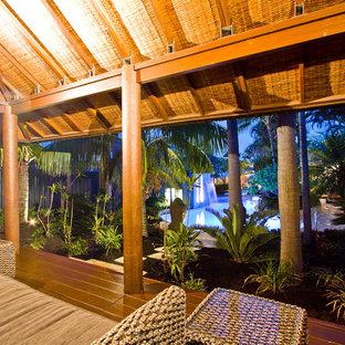 Ispirazione per un grande patio o portico tropicale