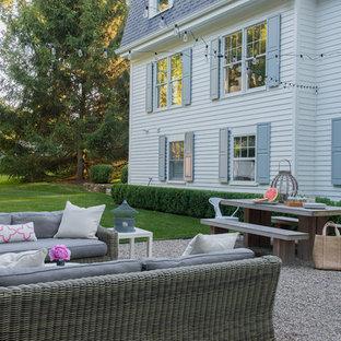 Ispirazione per un patio o portico minimal di medie dimensioni e dietro casa con ghiaia e nessuna copertura