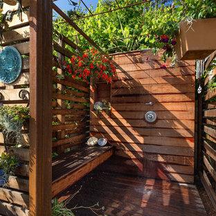 Idee per un patio o portico eclettico con pedane