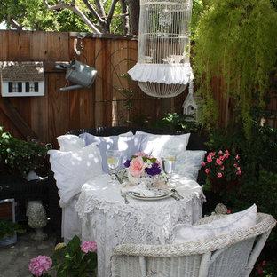 Immagine di un patio o portico shabby-chic style con nessuna copertura