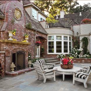 Design ideas for a traditional courtyard patio in San Francisco.