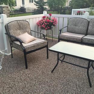 Immagine di un patio o portico classico di medie dimensioni e dietro casa con graniglia di granito e nessuna copertura