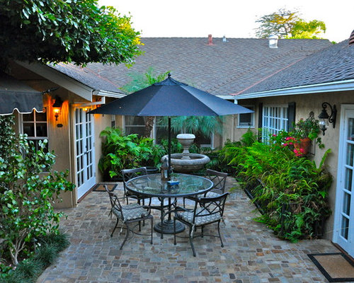 Granite cobblestone courtyard home design ideas pictures for Courtyard landscaping ottawa