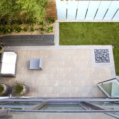 modern patio by John Maniscalco Architecture