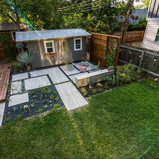 Foto di un patio o portico stile rurale di medie dimensioni e dietro casa con pavimentazioni in cemento e nessuna copertura
