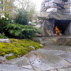 traditional patio by Green Island Stonework, LLC