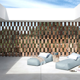 Ejemplo de patio moderno, sin cubierta, en patio, con adoquines de piedra natural
