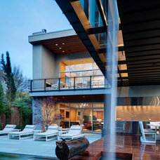 Contemporary Patio by Bernbaum-Magadini Architects