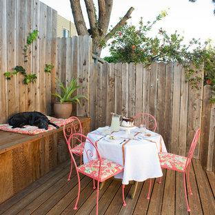 Idee per un patio o portico boho chic di medie dimensioni e dietro casa con pedane e nessuna copertura