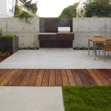 industrial patio by Christopher Yates Landscape Architecture