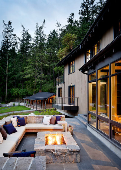Rustic Deck by NB Design Group, Inc