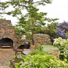 Traditional Patio by Island Gardens Company