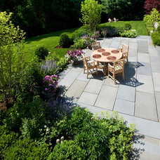 Traditional Patio by Dan K. Gordon Landscape Architects