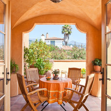 Mediterranean Patio by Thompson Naylor Architects Inc