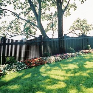 Idee per un grande patio o portico tradizionale dietro casa con un giardino in vaso e nessuna copertura