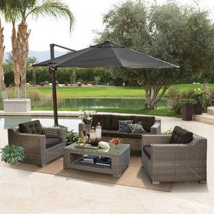 Trendy patio photo in Orange County