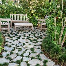 Traditional Patio by Tierra Verde Landscape & Masonry Inc.