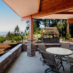 Foto di un patio o portico design di medie dimensioni e dietro casa con un tetto a sbalzo e graniglia di granito