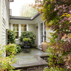 Traditional Patio by DeGraw & DeHaan Architects