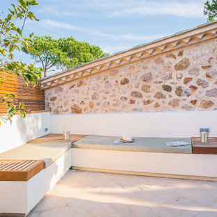 Modelo de patio mediterráneo, pequeño, sin cubierta, en patio trasero