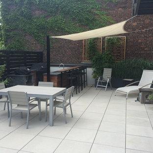 Ispirazione per un patio o portico minimal di medie dimensioni e in cortile con nessuna copertura e piastrelle
