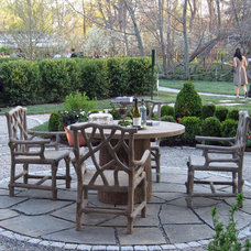 Traditional Patio by Susan Cohan, APLD