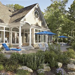 Idee per un patio o portico vittoriano dietro casa con nessuna copertura