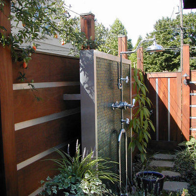 Example of a trendy side yard stone outdoor patio shower design in Portland