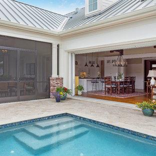 Immagine di un patio o portico classico di medie dimensioni e in cortile con pavimentazioni in mattoni e nessuna copertura
