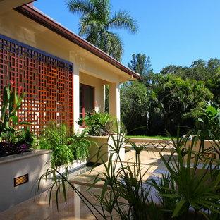 Foto di un patio o portico etnico davanti casa con fontane