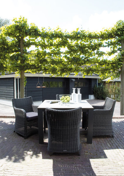 Contemporary Patio by HUISSTYLING