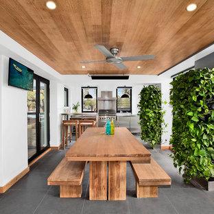 Diseño de patio actual, en patio lateral y anexo de casas, con jardín vertical