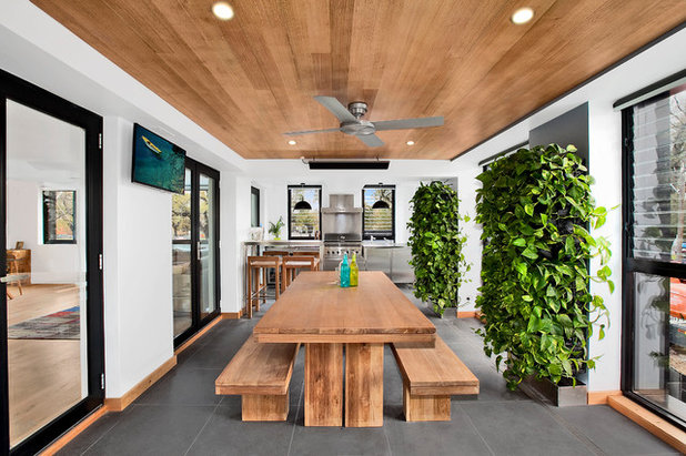 Contemporary Courtyard by Alisa and Lysandra Interiors