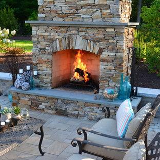 Ispirazione per un grande patio o portico stile americano dietro casa con un focolare, pavimentazioni in cemento e nessuna copertura